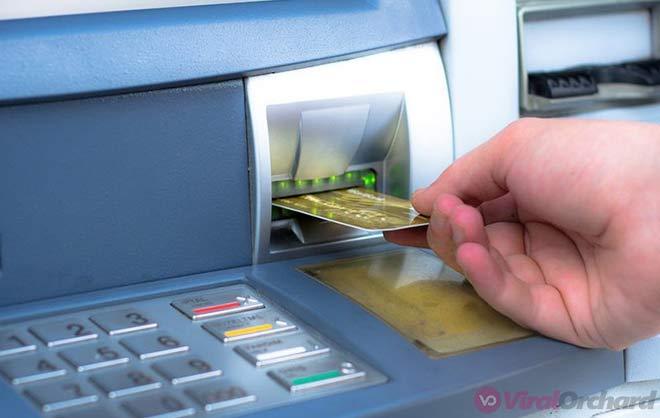Memasukan Kartu ATM