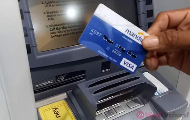 Mengambil ATM Mandri
