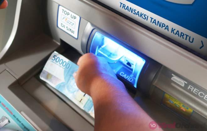 Mengambil Uang ATM BCA