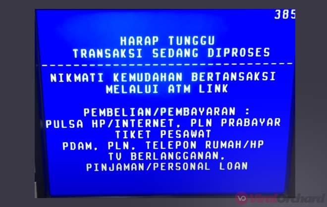 Menunggu Uang Keluar Dari ATM